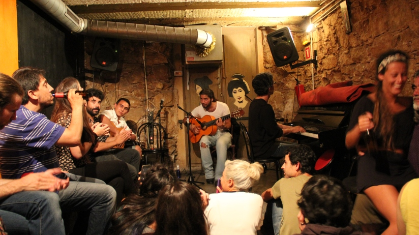 Flamenco jam session at Robadores 23